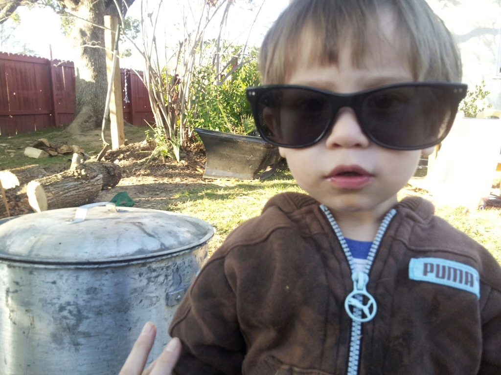 félix with shades